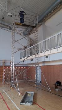 UMYTO - čistenie stropov v telocvični