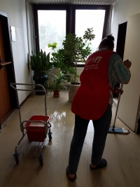 UMYTO  - umývanie podlahy linoleum